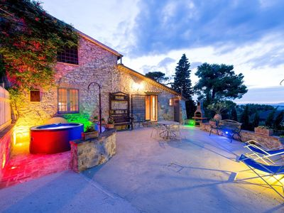 Photo for Il Granaio, Villa for 6 people with heated jacuzzi and pool in the garden