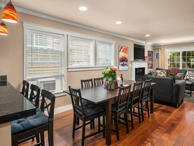 Seattle Vacation Home: Upscale & PRIME Location - Modern Kitchen | Deck Views | Jetted Tub | Garage