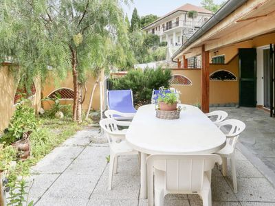 Photo for 3 bedroom Villa, sleeps 9 with FREE WiFi and Walk to Beach & Shops