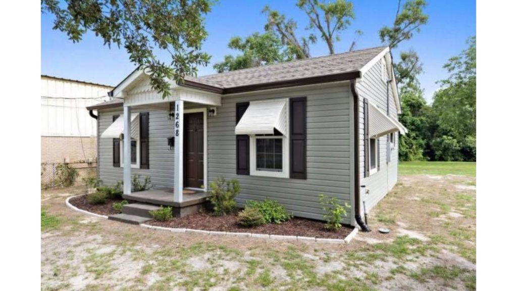 Centrally Located Completely Renovated Cottage
