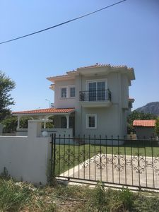 Photo for Private villa with pool (less than 1km to centre)