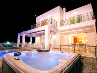 Photo for Villa White Lady with pool & jacuzzi!