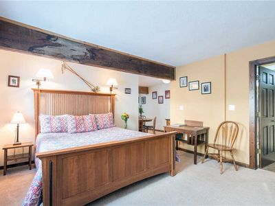 Flexible Summer Policies - Clean, Spacious Suite at the Manitou Lodge in Prime Riverside Location