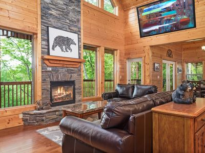 Spacious+Secluded/4 Master Suites w/baths+Bunk Room/View🌲/HotTub/Game Room
