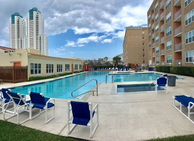 GULFVIEW POOL AREA, 2 HOT TUBS,  BBQ GRILLS, PICNIC TABLES