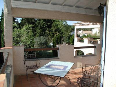 Photo for Apartment with large balcony, pool and garden in the Provence