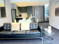 beautifull apartment overlooking Albert park everything and more was in the apartment Alex the