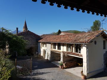 The Yellow Barn, a base to relax in the heavenly air of the Pyrénéan foothills