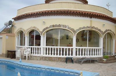 Photo for Villa with 4 bedrooms at 900 m from the beach