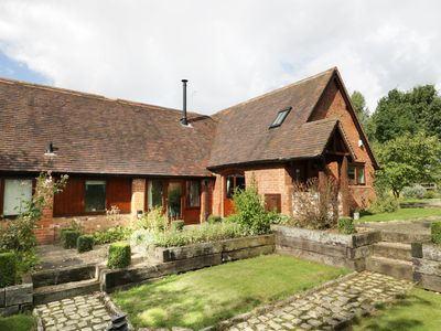 Photo for GARDEN HOUSE, family friendly, with open fire in Alcester, Ref 961503