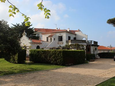 Photo for Large family villa with swimming pool in park in the heart of BIARRITZ