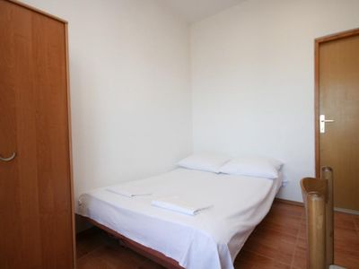 Photo for One bedroom apartment with balcony and sea view Gradac, Makarska (A-6724-b)
