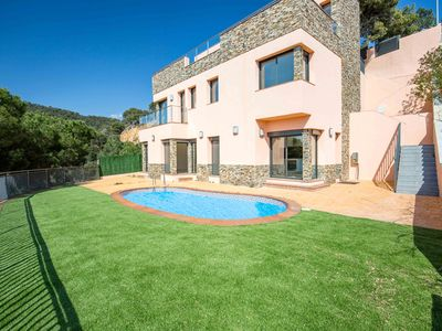 Photo for Modern luxury villa with astonishing sea view close to the beach, private pool