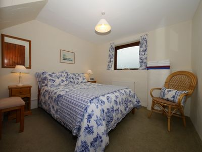Photo for Dizzard Cottage 73370 - sleeps 4 guests  in 2 bedrooms