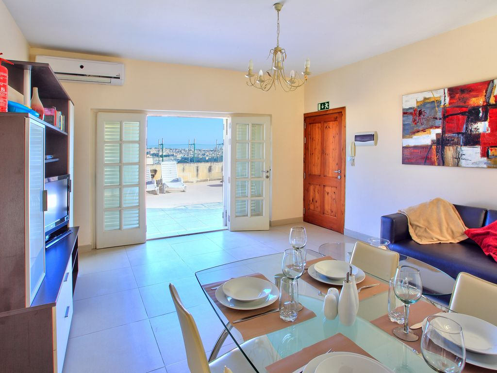Beautiful apartment, Valletta, stunning views, 50sq/m terrace, fully A/C
