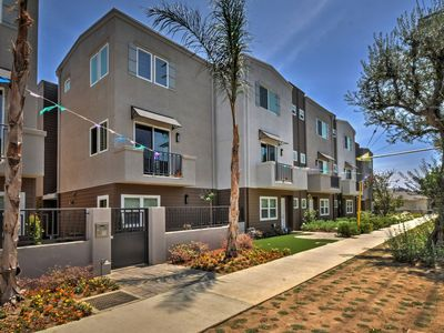Photo for 4BR Townhome Vacation Rental in Los Angeles, California