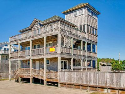 Spacious Oceanview Home, Waves w/ Elevator, Pool, Hot Tub, Game Rm, Dog-Friendly