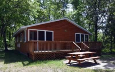 Photo for Beautiful 4 bedroom resort cabin on private Lake