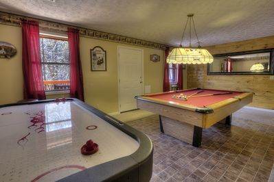 Game Room  - Shoot pool or play air hockey. This cabin has at least one TV, porch, and bathroom on every level. Privacy for every bedroom. Stay in Beautiful Gatlinburg. Reserve Bear Run Getaway today