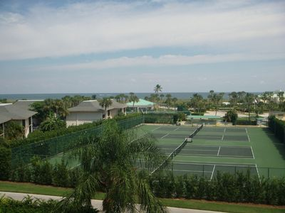 Tennis courts, palm trees, and ocean!
