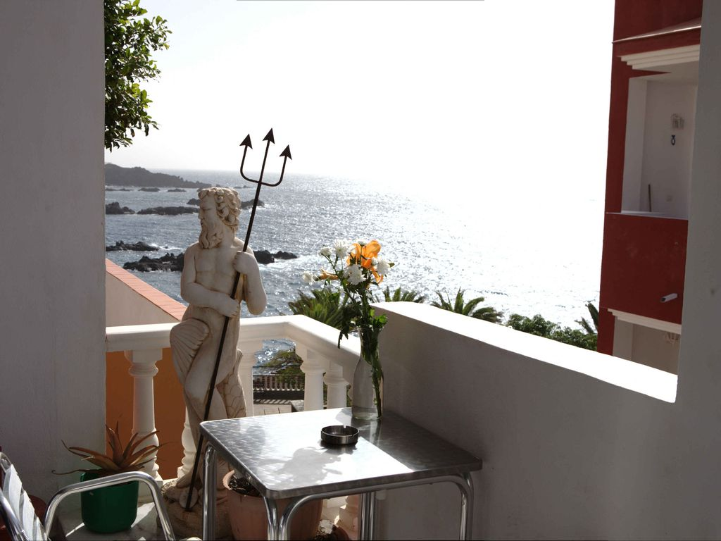 Casa Alcala: Holiday apartment in the fishing city with beach ...