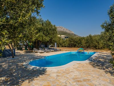 Photo for Luxury villa with heated/cooled pool and large garden near Split