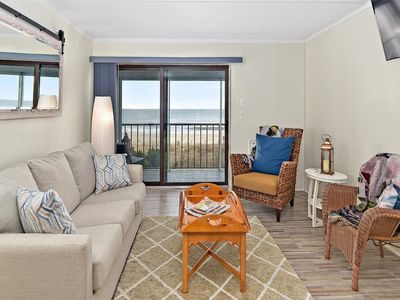 Lovely 1-bedroom oceanfront condo with free WiFi and adjustable beds located uptown and directly on the beach!
