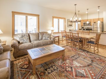 Huge Beautiful Corner Unit in Arapahoe Lodge