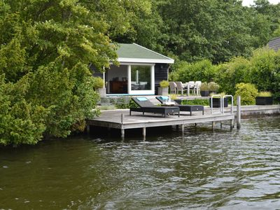 Photo for Beautiful romantic cottage directly by the Loosdrechtse Plassen.