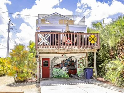The Snowbird Express - Beachside Home with Gulf Views at an Affordable Price