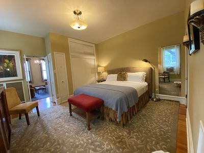 Sleep soundly on the Schreiber Suite's top-quality King-sized bed.