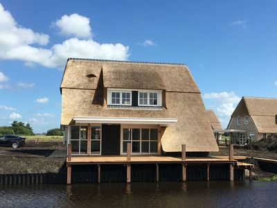 Photo for Marvellous thatched villa with jetty, by the Tjeukemeer