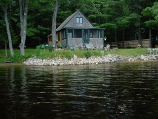 Bethel maine waterfront camp sandy beach vrbo for Cottages in the lakes with swimming pools