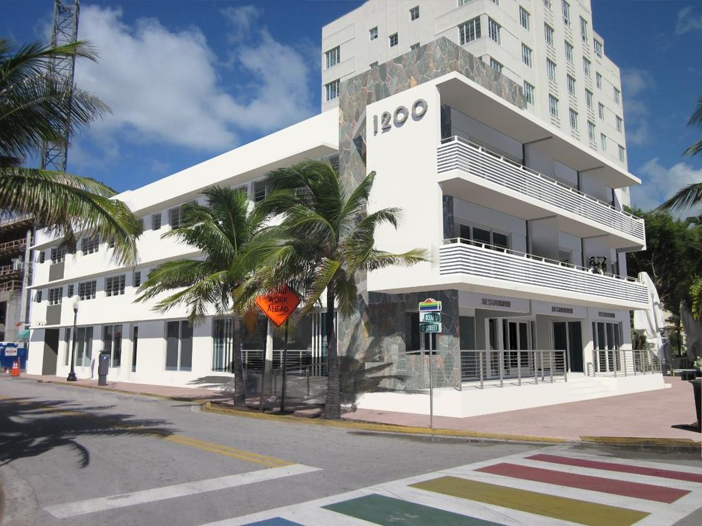 2 BR Apt for 8 on 12th and Ocean Dr- HUGE BALCONY! - Two Bedroom Apartment, Sleeps 10
