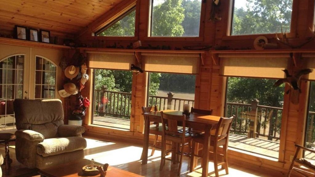 Property Image#6 Comfortable And Secluded Cabin On The White River