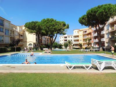 Photo for Apartments with swimming pool located between the beach and the city center, modernized.
