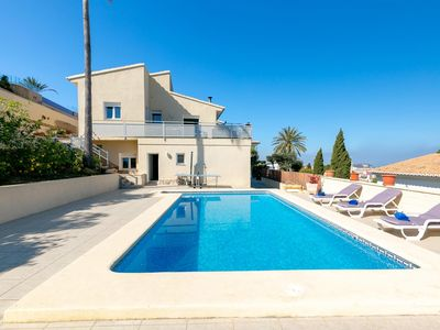 Photo for 4 bedroom Villa, sleeps 8 in Vila-real with Pool, Air Con and WiFi