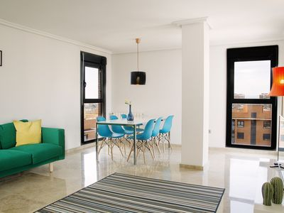 Photo for Luxury flat, views over city, near to Arts+Sciences, FREE PARKING + BIKES
