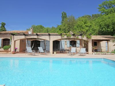 Photo for Provençale villa with private pool on large private grounds, 2 km from picturesque Salernes