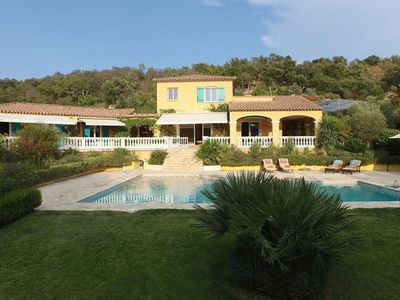 Photo for Beautiful Provencal villa in a green setting