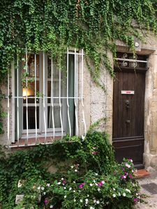 Photo for Heart of town charming Provencal house 20 m from the arena