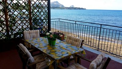 Photo for Villa apartment with terrace overlooking the sea.