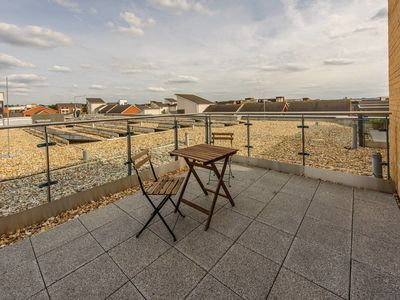 Photo for Plush Reading rooftop apartment for 2 with terrace
