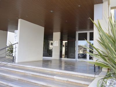 Photo for Apartment at 200 mtrs. of Marina Vilamoura w / wifi in quiet area