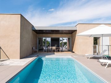 Contemporary luxury villa with private pool for 8 people
