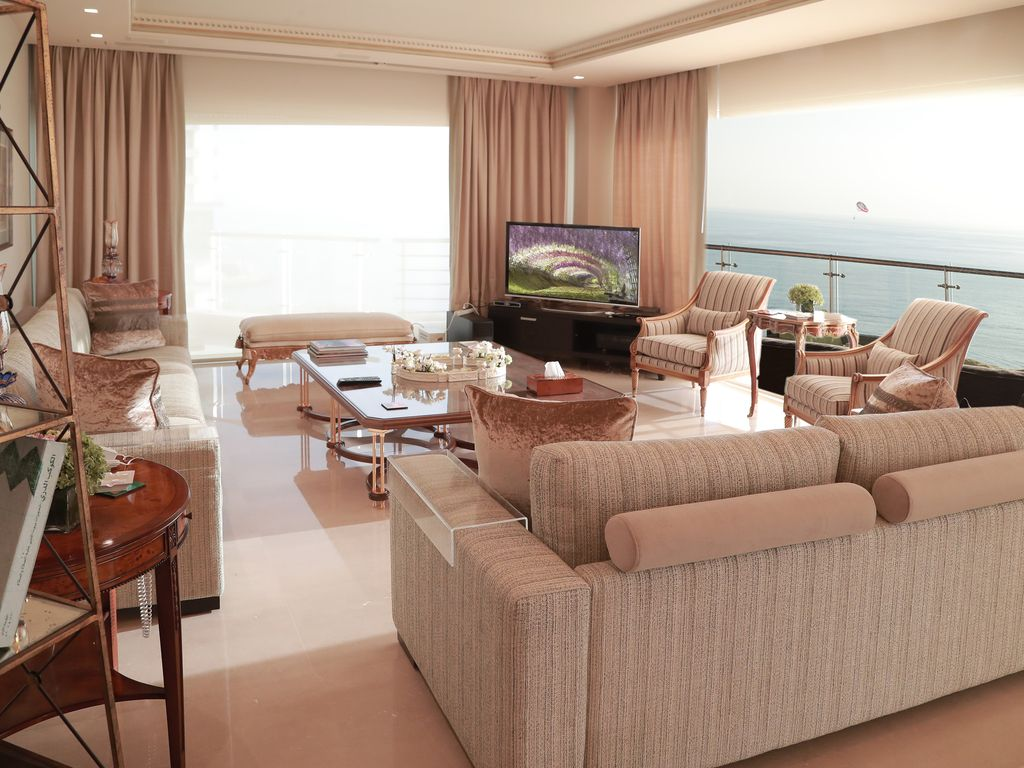 Stunning Sea Front 4 BD Apartment Raoucheh Area