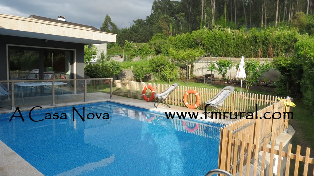 Piscina y jardin the blue house boutique bed u breakfast for Piscinas bricoking