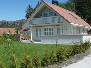 Holiday house in Southern Norway for 8 persons incl. 80 HP boat with echo sounder