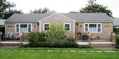 Cozy 2 Bed, 1 Bath Cottage close to Town