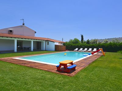 Photo for Elegant and modern villa in the countryside with private pool near Siracusa